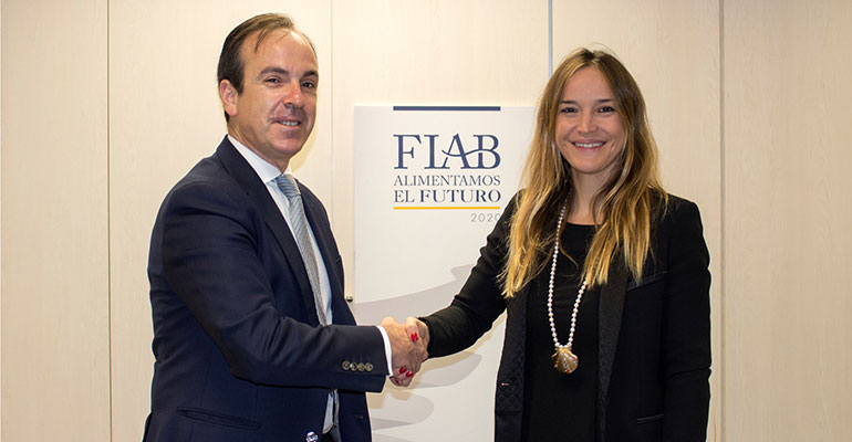Mauricio García de Quevedo, director general de FIAB, y Mariam Burdeos, directora de Cleanity.