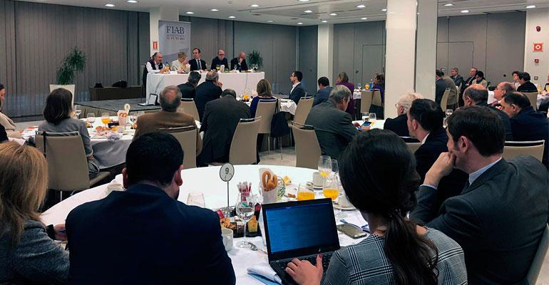 FIAB debate con partidos políticos